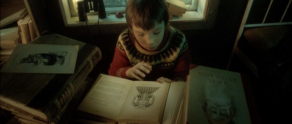 Pietari studying Santa